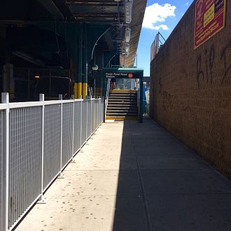 Fresh Pond Road (BMT Myrtle Avenue Line) - Entrance stair that replaced the ramp