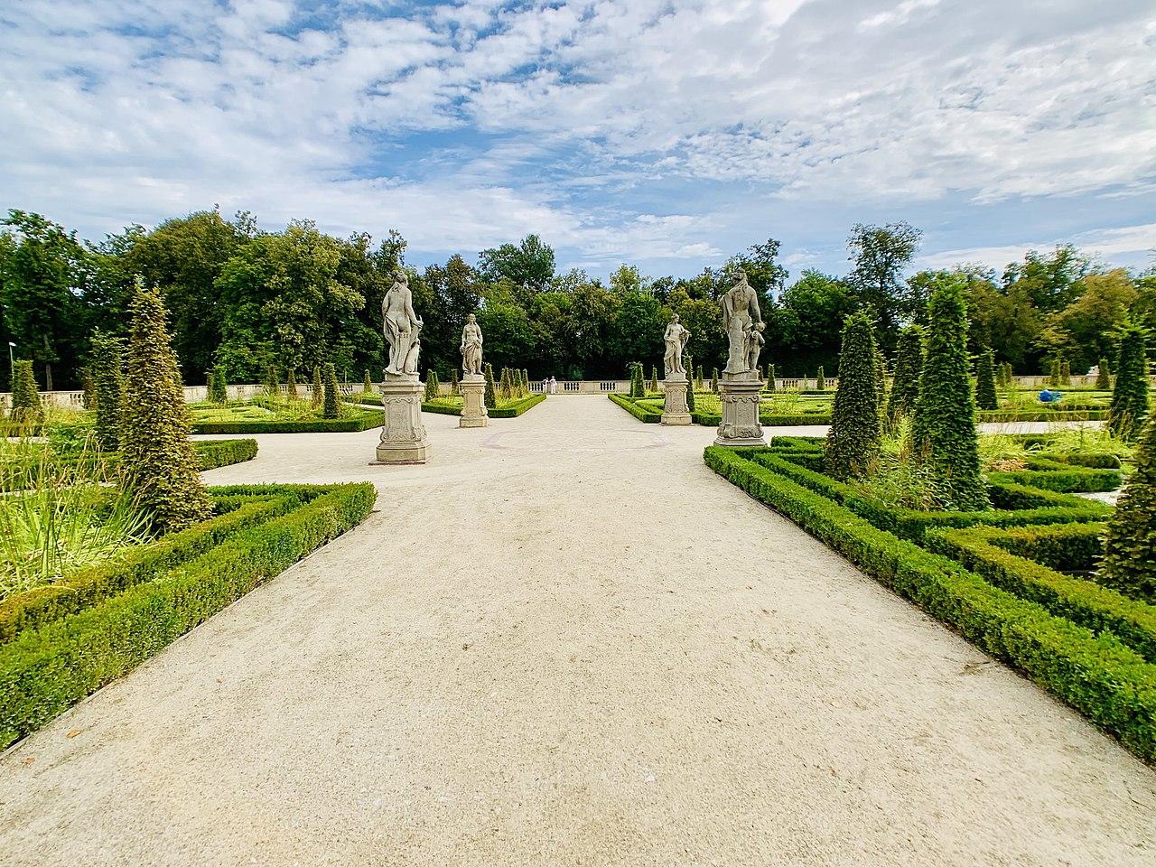 Garden sculptures of the Wilanów Palace, Poland 01.jpg