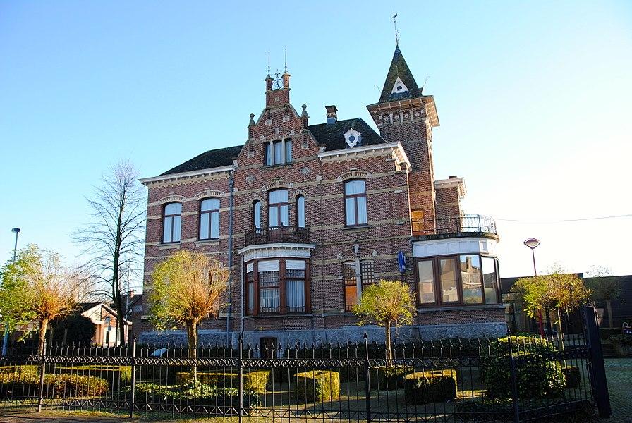 Voormalige villa Van Stappen, sinds 1939 gemeentehuis van Sint-Amands