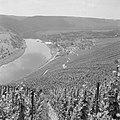 Gezicht op Kröv met de heuvels en wijngaarden aan de moezel, Bestanddeelnr 254-3932.jpg