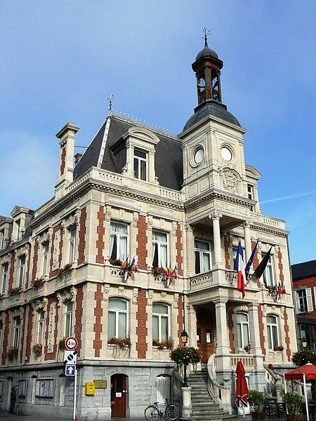 Fichier:Givet - Hôtel de ville.jpg