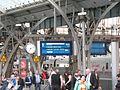 Gleis 9 von Gleis 11 aus gesehen, RE 1 15 min später, 24.04. 2015. - panoramio.jpg