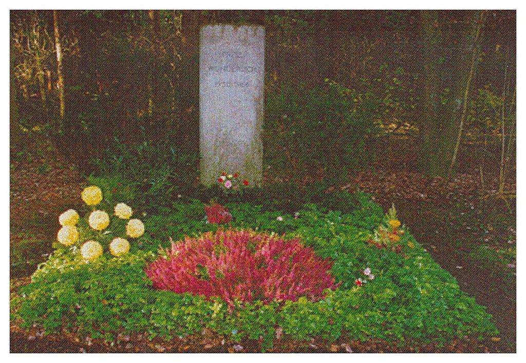 1024px-Grave_Wunderlich_Fritz.jpg