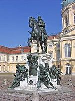 Reiterstandbild des Großen Kurfürsten von Andreas Schlüter vor dem Schloss Charlottenburg (Quelle: Wikimedia)