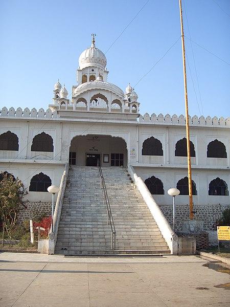 File:Gurdwara Charan Kamal, Kiratpur Sahib, Punjab.jpg