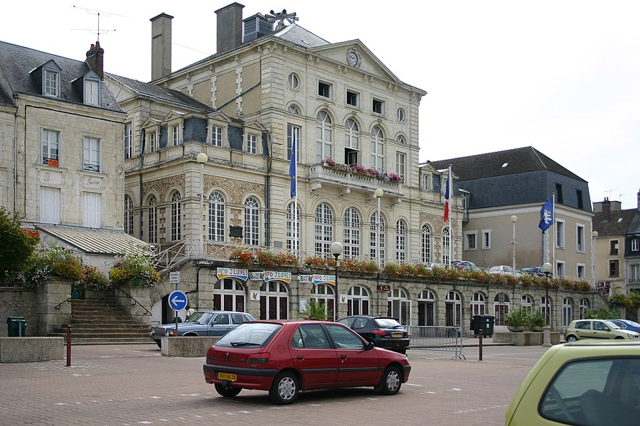 Hôtel de ville, dans le centre ville de Nogent-le-Rotrou.