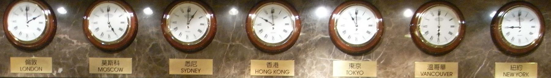 HK Mongkok night banner.JPG