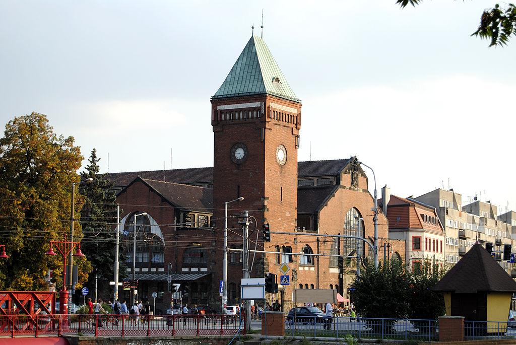 Vue extérieure sur le marché Hala targowa de Wroclaw. Photo de Walek.