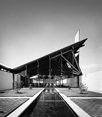 Miles Warren - Image: Harewood Memorial Gardens and Crematorium, Christchurch, New Zealand