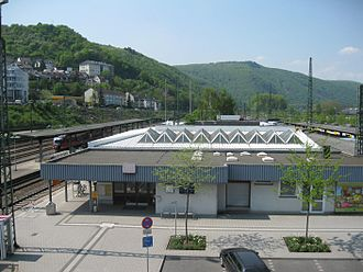 Bingen (Rhein) Hauptbahnhof - View of the station from an overpass