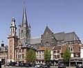 Het stadhuis met belfort en de Sint-Vincentiuskerk te Eeklo - 374839 - onroerenderfgoed.jpg
