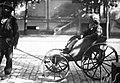 Homem idoso em pequena carruagem - Vincenzo Pastore.jpg