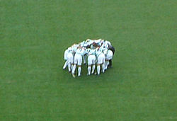 meaning of huddle