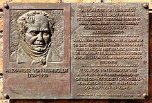 Erinnerungstafel an Humboldts Ehrenmitgliedschaft bei der Danziger Naturforschenden Gesellschaft in der Nähe des Mottlau-Ufers in Danzig (Quelle: Wikimedia)