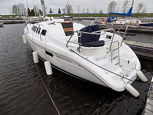 Hunter 29.5 - Hunter 29.5 showing detail of the walk-through transom design