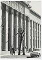 Ignacy Płażewski, Wejście do gmachu Sądu Okręgowego przy Placu Dąbrowskiego w Łodzi, I-4710-6.jpg