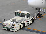 JAL Pushback tractor01.JPG