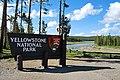 Jižní vstup do Yellowstone N.P. - panoramio.jpg