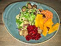 Köttbullar (meatballs) mit Nudeln und Preiselbeeren (31488397254).jpg