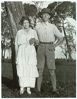 Karen Blixen and Thomas Dinesen 1920s.jpg