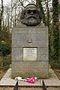 Karl Marx'ın mezar taşı (Highgate Mezarlığı, Londra)