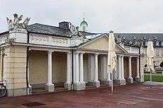 Karlsruhe, Wache des Schlosses.JPG