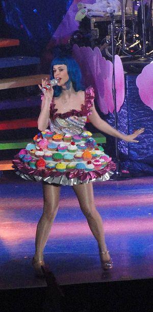 "English: Katy Perry performing ""Californi..."