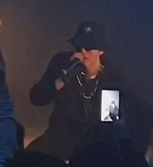 Killa Fonic during a concert - mar 2019.jpg