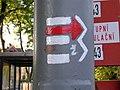 Klánovice, turistické značky severně od nádraží.jpg