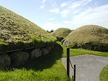 Knowth Dowth near Newgrange.JPG