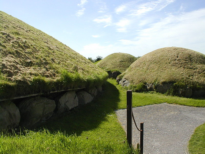 Fichier:Knowth Dowth near Newgrange.JPG
