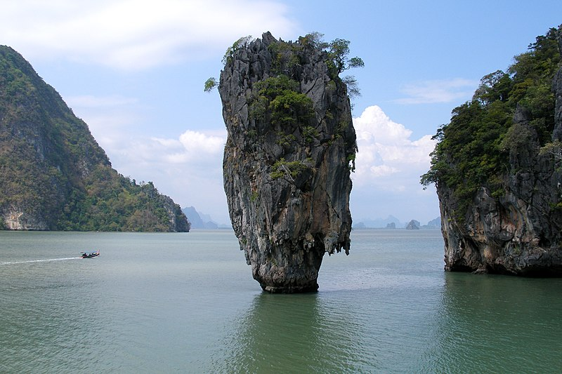 Ko Tapu (James Bond) Island in Phang Nga Bay, Thailand.jpg
