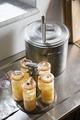 Konserveringsapparat med konserver. Utställningen Smak av svunnen tid år 2007 - Hallwylska museet - 86373.tif