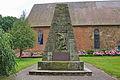 Kriegerdenkmal vor St. Cosmae und Damiani-Kirche in Dörverden IMG 9259.jpg