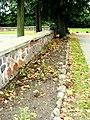 Kruszyn ogrodzenie kamienne wokół kościoła zsd.JPG