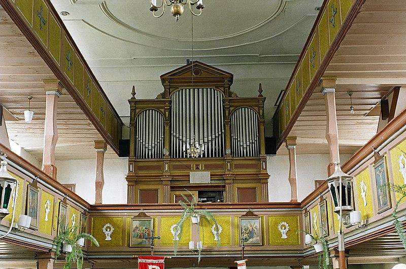 Datei:Krzewina,Orgel im Raum.jpg