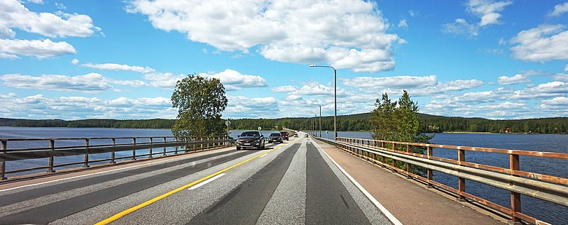 File:Kuopiontie over Leppävesi.jpg