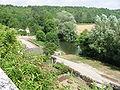 Le Serein et le chateau (Bourgogne, France).JPG