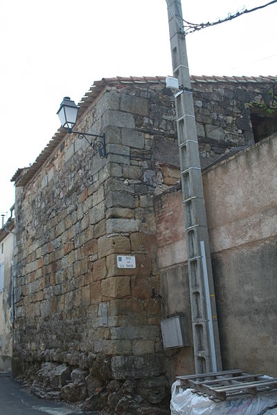 Lieuran-Cabrières (Hérault) - tour du XIIIe siècle, ayant appartenu aux Hospitaliers de la maison de Nébian, qui y abritaient les revenus de leurs granges.