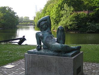 Gerhard Henning - Gerhard Henning: Reclining Girl, Malmö Slottspark