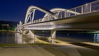 Linz Neue Eisenbahnbrücke Oberwasserseite-5905-2.jpg