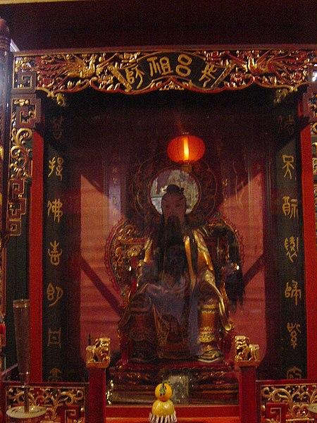 File:Lu Dongbin, Wan Chai Pak Tai Temple - 27-12-2006 1-43-34.jpg