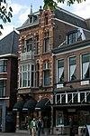 foto van Winkel met bovenwoning in eclectische stijl met neo-renaissancistische en Art Nouveau-elementen