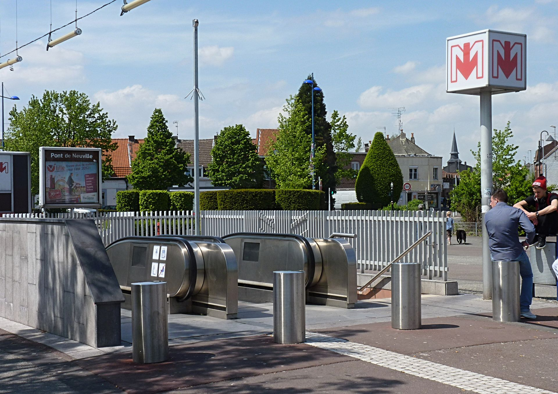 Pont de neuville metrostation wikipedia - Station essence porte des postes lille ...