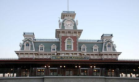 Spin off SAN VALENTÍN 2015 ~~Our Disney Experience~~ - Página 2 450px-Main_St_Stn