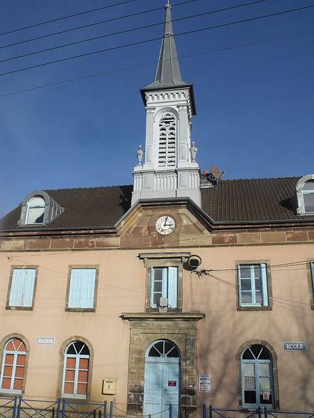 La mairie-école d'Issans, Doubs, France