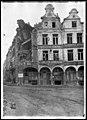 Maison - Façades des maisons de la Petite Place après un bombardement - Arras - Médiathèque de l'architecture et du patrimoine - APDU001399.jpg