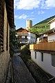 Malles Venosta-Mals, torrente che attraversa il paese. Sullo sfondo, la torre medievale. - panoramio.jpg