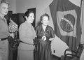 María Delgado Romero de Odría, primeira-dama do Peru, com Darci Sarmanho Vargas, primeira-dama do Brasil..tif