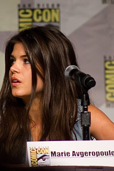 Marie Avgeropoulos 2013 SDCC.jpg